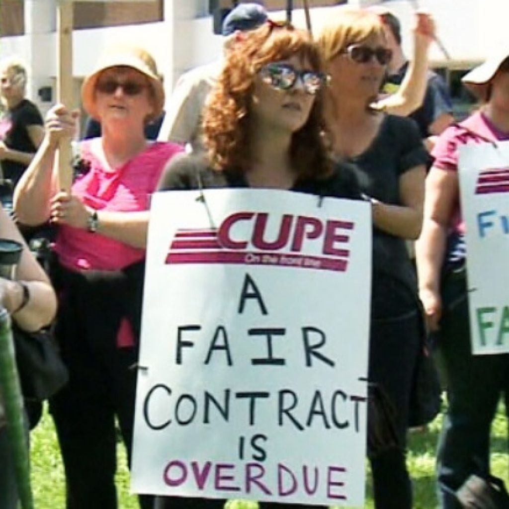 Striking workers reach tentative agreement with City of Cornwall