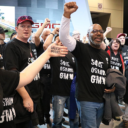 More than 200 Unifor activists storm Canadian Auto Show