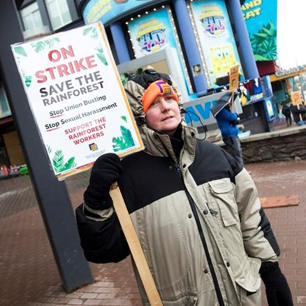 Backlash hits Falls hotel after tourists kicked out for joining picket line