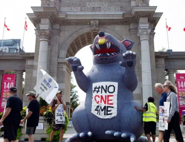 Talks break off between Exhibition Place, locked out stagehands