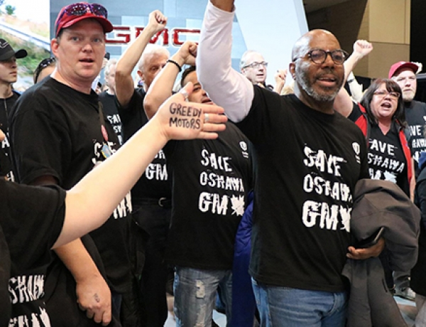 More than 200 Unifor activists storm Canadian Auto Show